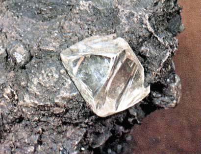 Алмазы научились превращать в металл и обратно